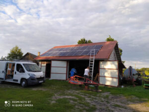 przydomowa instalacja elektrowni słonecznej